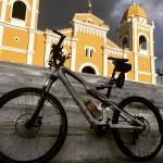 Ik fiets voor ondernemers in Vietnam en zamel 3000€