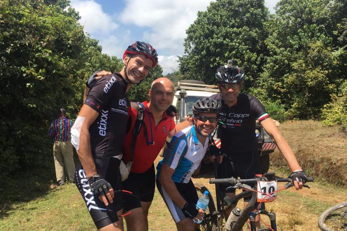 Christophe fietst voor boeren Sulawesi!