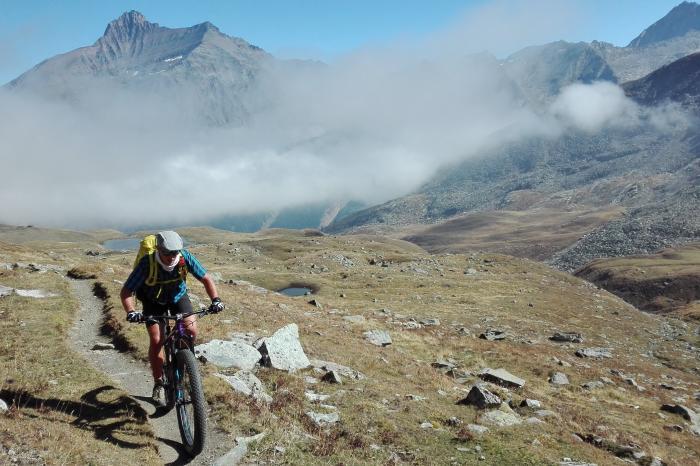 Marc Vanaudenaerde en Tom Vertongen  gaan mountainbiken voor Rikolto