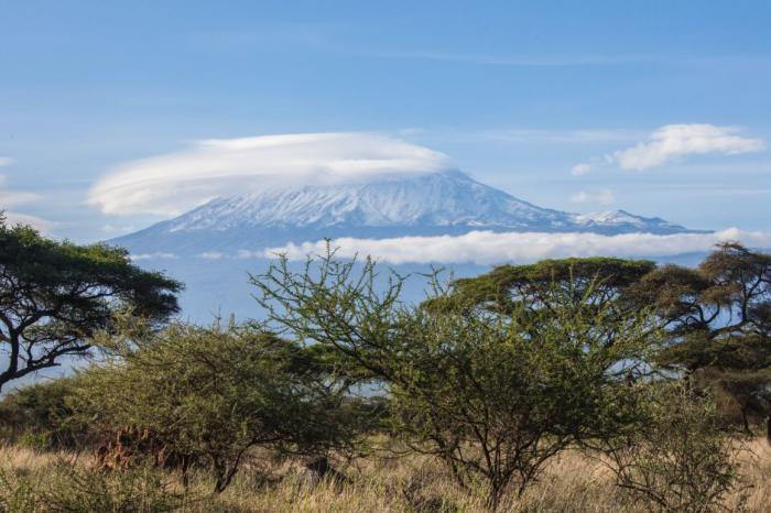Bart is 50 geworden en rijdt rond de Kilimanjaro