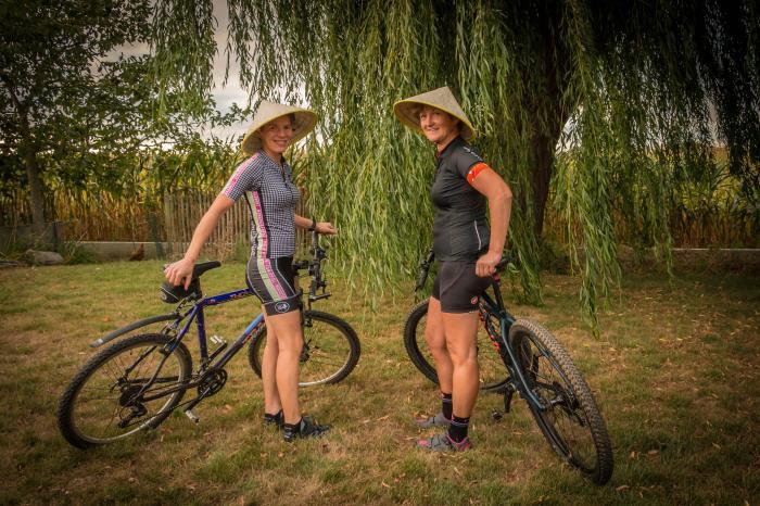 Erna en Nele fietsen voor Rikolto in Vietnam